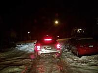 凍結した坂道から先行車が滑り落ちてきた!というピンチをバックで乗り切ったうp主。