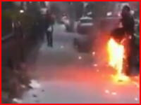 ニューヨークで火に包まれながら平然と?歩く男が撮影される。
