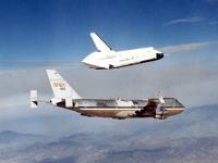 貴重映像。スペースシャトル1号機のテスト飛行はこうして行われた。