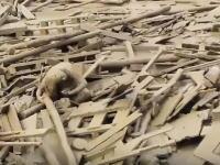 ペルー大洪水で瓦礫の中から命からがら脱出する女性の映像が撮影される。