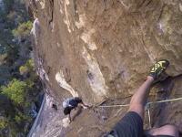 100メートル近い絶壁をクライミング中にとんでもない奴が追い越してったw(゚o゚)w