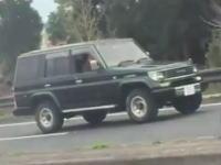 これって違反になるの?加治木JCT手前で撮影されたランクルにしかできない運転。