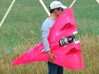 これが世界最速。ギネスに認定された時速744キロで飛ぶラジコン飛行機の映像。
