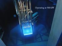 原子炉を起動させた時の様子をGoProで水中撮影。怪しく輝く青い光。