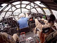 第二次世界大戦時のアメリカの爆撃機B-29(FiFi)を飛ばしてみた。