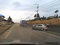 フロント大破。熊本県で撮影された乗用車の夫婦が亡くなった正面衝突事故の映像。