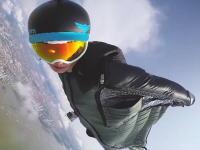 ムササビングで高層ビルスレスレをかすめ飛ぶ凄い男たち。GoProアワード。