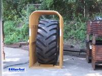 頑丈なスチールのケージをひん曲げるパワー(°_°)大型タイヤの破裂実験が怖い。
