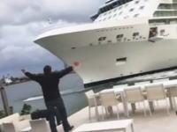 総トン数12万超の豪華客船が海岸沿い大豪邸に突っ込みかけるギリギリ動画。