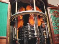 フォノレスト・バイオリーナ。3つのヴァイオリンを自動演奏するピアノ。