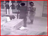 プーケットの射撃場で韓国人が拳銃を口に入れ頭を撃ち抜いて自殺。その映像が公開される。