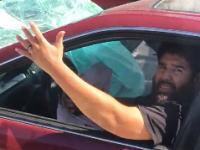 助けを求める運転手の悲痛な表情。この事故で気づかないなんて事があるのかな?