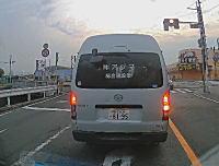 中央分離帯に衝突したハイエースが横転したまま60メートル転がる(((゚Д゚)))京都で恐ろしい事故が目撃される。