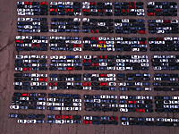 ディーゼル不正問題で買い戻された大量のフォルクスワーゲンが並んでいる様子。