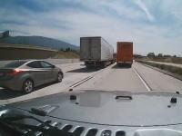 アメリカンな渋滞回避方法。ジープの場合。これはワイルドやなwww