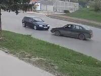 ズドーン!(°_°)衝突の衝撃をほぼ吸収してしまった事故の映像。(死亡事故)