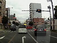 大阪のDQN右折。ニコニコナンバーらしからぬアタックを仕掛けるシグナス。