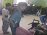 タイではネットカフェでヘビに襲われる事がある動画。怖すぎワロタwww