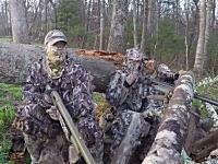 迷彩服を着て狩りをするのはとても危険です。潜んでいたハンターが別のハンターに殺されかける。