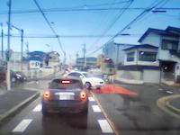 この軽四w(゚o゚)w「とまれ」を完全に無視してノーブレーキで交差点に突っ込んだ軽四が事故を起こす。