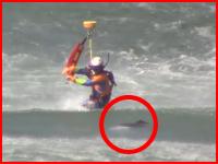 鳥取県の消防防災ヘリコプターが溺死体?を引き揚げる様子。だいせん。