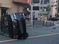 大阪40歳のDQN。家族5人乗りで無免許運転&横転させ事故&逃走の瞬間。