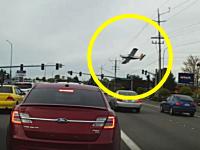 ドライブレコーダーが捉えた飛行機の墜落事故。パイパーPA-32 チェロキー・シックス