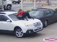 自動車強盗に必死に抵抗して取り返した女性の映像が話題に。あぶねえ(°_°)
