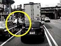 こええええ!飯田橋駅東口で撮影された姉ちゃんの飛び出しが信じられない。
