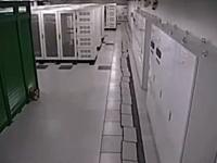 3.11に仙台のデータセンターを守った三菱重工メカトロの免震床がすごい動画。