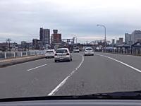 これは初見殺し。新潟にある時間によって中央線が変わる難易度の高い道路。