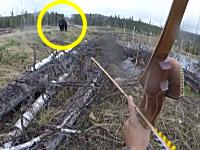 こええええ(@_@;)大きな野生のクマに襲われたハンターのビデオ。