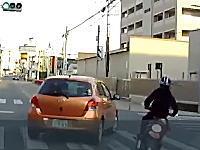 【蕨市】事故を起こした4分後にまた暴走している原付バイク。当て逃げかしら?