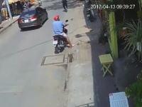 トリを盗もうとした男が通行人にバレて店主にチクられてボコられる(笑)