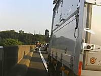 今日のうp主がDQN車載。トラックの幅寄せというかバイカスがカスだろこれ。