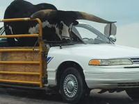ネブラスカ州でワイルドすぎる牛の運搬車両が目撃される。それどうなのwww