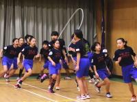 富士市立原田小学校の縄跳びがギネス記録に認定される。長縄8の字跳び1分間225回