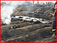 タンクローリー横転事故現場でガソリンをすくい集めていた基人130人以上が焼け死ぬ