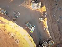 ドローン空爆の新しい高画質ビデオ。イラク軍の基地を狙ってグレネード投下。