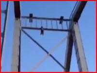高所でガクブル動画失敗か。ウクライナで衝撃の落下映像が撮影される。