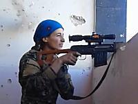 軍事。発砲した瞬間にイスラム国から反撃された女性スナイパーの映像。