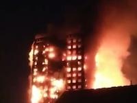 ロンドンで起きた高層マンション火災の映像がやばい。キャンプファイヤー状態に燃え広がる。