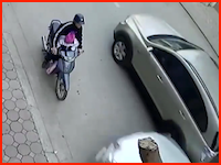 スクーターの足元に乗せていた赤ちゃんが潰されたかもしれない正面衝突事故。