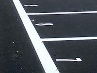 難易度高すぎるだろ・・・。軽四専用だとしても無理すぎる駐車場が発見される。