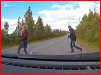 茂みから飛び出してきた男性をはね殺してしまったドラレコ映像。