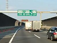 大型は強かった。東京外環で撮影されたトラック同士のバトル動画が人気に。
