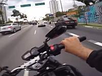 とんでもないスピードですり抜けをするヤマハFZ8乗りのヘルメットカム(((゚Д゚)))