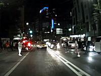 極妻?姉ちゃん一人の横断の為に明治通りを止めるDQNたちのビデオ。