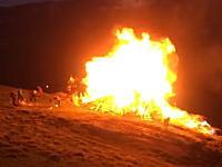 あぶねえええ(°_°)着火のために燃料を使いすぎるのは危険です動画。