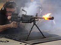 M249軽機関銃700連射でサプレッサーの耐久テスト。どんだけ撃つのwww
